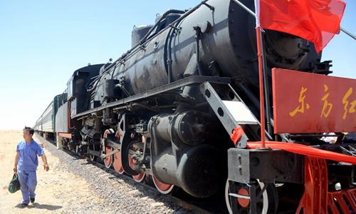 退役蒸汽机车变身为沙漠火车主题酒店