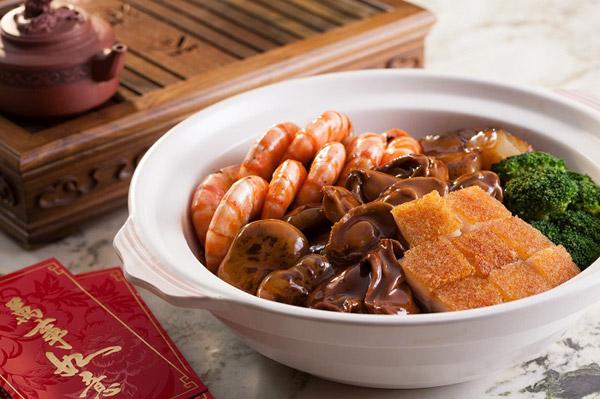 """酒店年夜饭推荐: 桌除了""""年年有鱼"""" 还可以有盆菜和捞起"""
