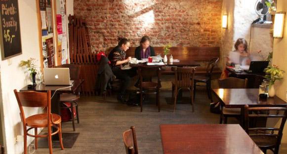 """咖啡馆的名字: """"世界上最棒的地方就在这里"""""""