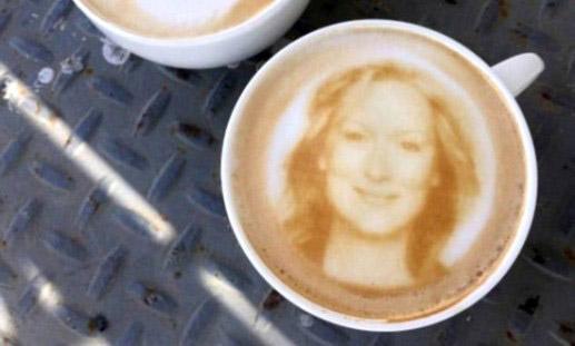 将自拍照印在咖啡上 又一台新式咖啡机问世