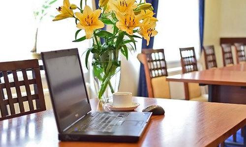 """共享办公室,餐饮区,沪上酒店试水改造餐饮区成""""共享办公空间"""" 尚待考验"""