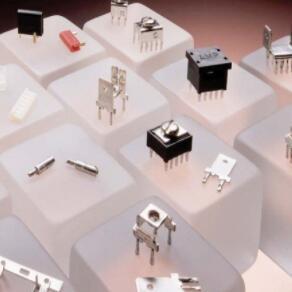 PCB 端子和元件